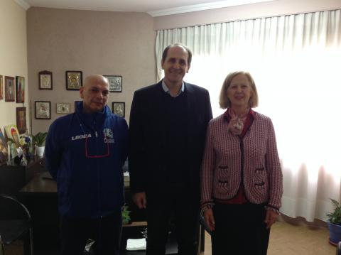 The Hon. Consulate of Kenya, Mrs. V. Pandazopoulou, with the Dep. Minister of Finanance, Mr. A. Vessyropoulos (centre), and the Chairman of the Veria Runners Association, Mr. B. Tsiaras (left).